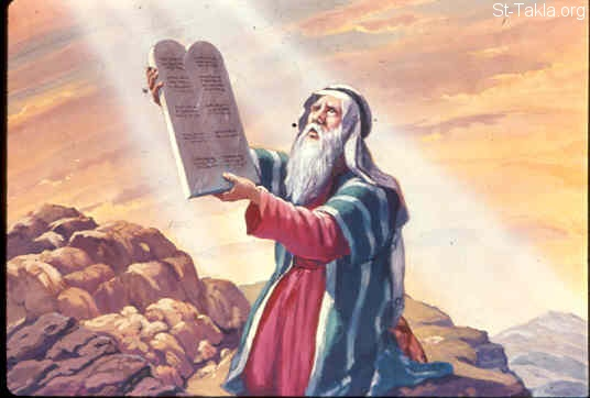 St-Takla.org Image: And when He had made an end of speaking with him on Mount Sinai, He gave Moses two tablets of the Testimony, tablets of stone, written with the finger of God (Exodus 31:18) صورة في موقع الأنبا تكلا: موسى يستلم لوحيّ الشريعة (خروج 31: 18)