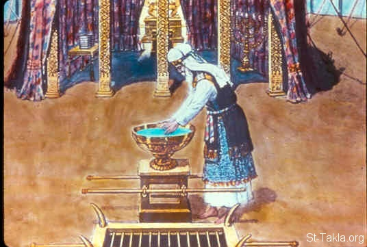 St-Takla.org Image: He made the laver of bronze and its base of bronze, from the bronze mirrors of the serving women who assembled at the door of the tabernacle of meeting (Exodus 38:8) صورة في موقع الأنبا تكلا: المرحضة من نحاس (خروج 38: 8)