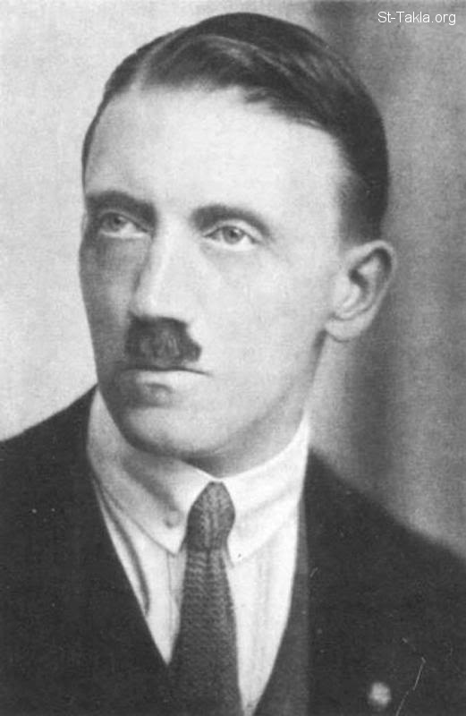 St-Takla.org Image: Adolf Hitler in early 1920's (ca. 1920 - 1924) ���� �� ���� ������ ����: ����� ���� �� ����� ��������� �� ����� ������� (����� 1920-1924)