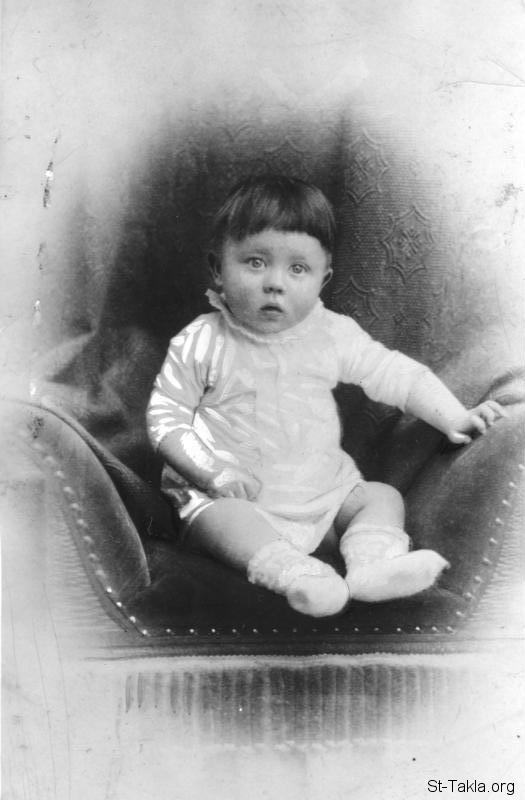 St-Takla.org Image: Adolf Hitler as a baby (1889/1890 ca.), from German Federal Archives ���� �� ���� ������ ����: ����� ����� ��� ��� ���� (1899-1890 �������)� �� ������� �������� ��������