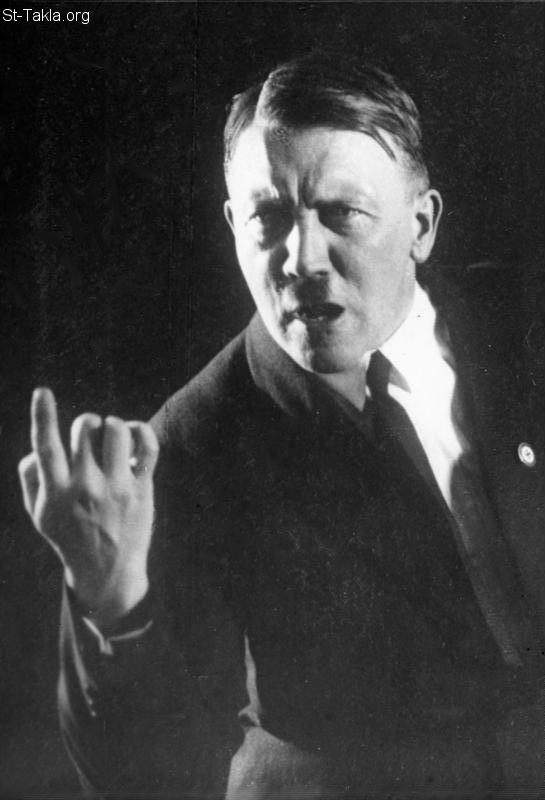 St-Takla.org Image: The gesture of the right hand and a finger! Typical gestures speakers in which the movement of the right hand underlines the high point in the remarks of the speaker. The leader of the National Socialist Adolf Hitler in a typical Rednerpose. Photography prior to August, 1927. Photographer: Heinrich Hoffmann, from German Federal Archives صورة في موقع الأنبا تكلا: حركة اليد اليُمنى و الإصبع! وفيها توضح اليد النقطة الكبرى في الحديث، وهو شكل معتاد لأدولف هتلر، تصوير هاينريش هوفمان قبل أغسطس 1927، من الأرشيف الفدرالي الألماني