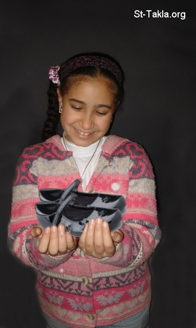 St-Takla.org Image: Girl holding a shiny shoes ���� �� ���� ������ ����: ���� ���� ���� ����
