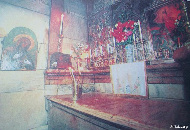 St-Takla.org Image: The Holy sepulcher (tomb of Christ) from the inside, Jerusalem ���� �� ���� ������ ����: ����� ������ �� ������ �����