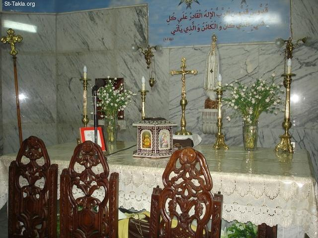 St-Takla.org Image: Holy altar - from St. Therese Catholic Church, Sharabeya, Cairo, Egypt - October 2011 - Photograph by Michael Ghaly for St-Takla.org ���� �� ���� ������ ����: ������ ������ - �� ��� ����� ������� ����� ��������ߡ �������ɡ ������ɡ ��� - ������ 2011 - ����� ����� ���� ��: ���� ������ ���� �������