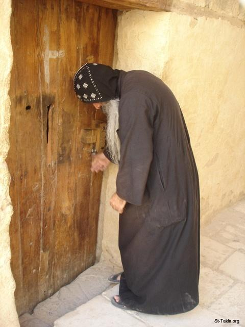 St-Takla.org Image: Rev. Father Ibrahim El-Anba Paula, a Coptic monk working as a curator of a museum at St. Paul Monastery, Red Sea, Egypt ���� �� ���� ������ ����: ��� ����� ������ ������� ������ ���ǡ ���� ����� �� ��� ������� ������� ���� ������ ���ǡ ����� �����ѡ ���
