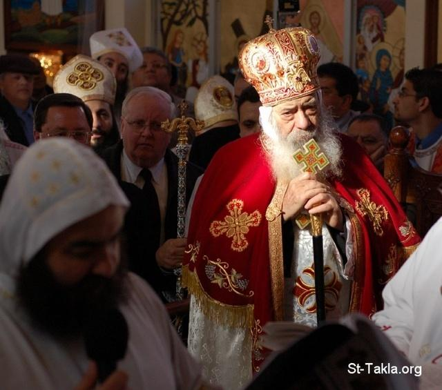Image: CopticPope Shenuoda 3rd In Church 017 صورة