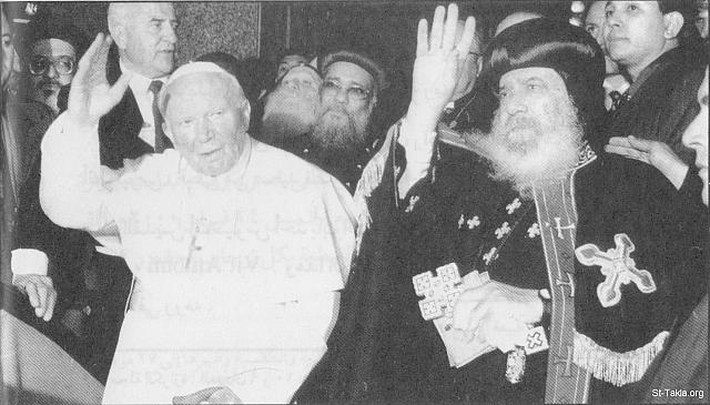 St-Takla.org Image: Pope Shenouda the Third with the late Pope John Paul, Pope of the Roman Catholic Church (died on April 2005) - during His visit to the Coptic Papal residence, Cairo, Egypt ���� �� ���� ������ ����: ������ ����� ������ �� ������� ������ ����� ���� ������ ���� ����� ��������ߡ ���� �� ����� 2005 - ���� ���� ������ ���� �� ����� ������� ��������