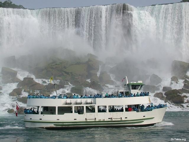 St-Takla.org Image: A ship and tourists at Niagara Falls ���� �� ���� ������ ����: ����� ��� ��� ������ �� ����� ������ ������