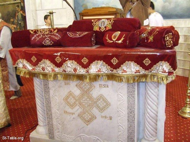 St-Takla.org Image: Holy Relics of various Saints at St. Takla Himanot Coptic Orthodox Church, Alex., Egypt ���� �� ���� ������ ����: ���� ������ �� ����� ����� �������� �� ����� ������ ���� ������ʡ ���������ɡ  ����