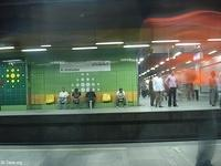 Image: People standing and sitting waiting for the metro arrival<br>صورة جلوس ووقوف في انتظار المترو
