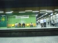 Image: People sitting and standing waiting for the metro arrival <br> صورة وقوف وجلوس في انتظار المترو
