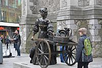 Gallery Images: Mary Mallone Statue (Molly Malone), Dublin, Ireland<br>صور تمثال ماري مالون، دبلن، أيرلندا