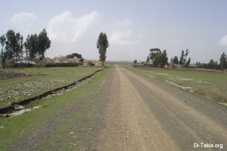 St-Takla.org Image: Long road, Photo from St-Takla.org's Journey to Ethiopia, 2008 صورة في موقع الأنبا تكلا: طريق طويل، صورة من صور رحلة موقع الأنبا تكلاهيمانوت إلى إثيوبيا عام 2008