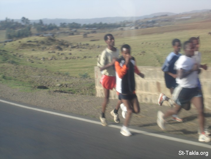 St-Takla.org Image: Runners, a photo from St-Takla.org's journey to Ethiopia ���� �� ���� ������ ����: ������ �� ��� ���� ���� ���� ���� ��� ���� �� �������