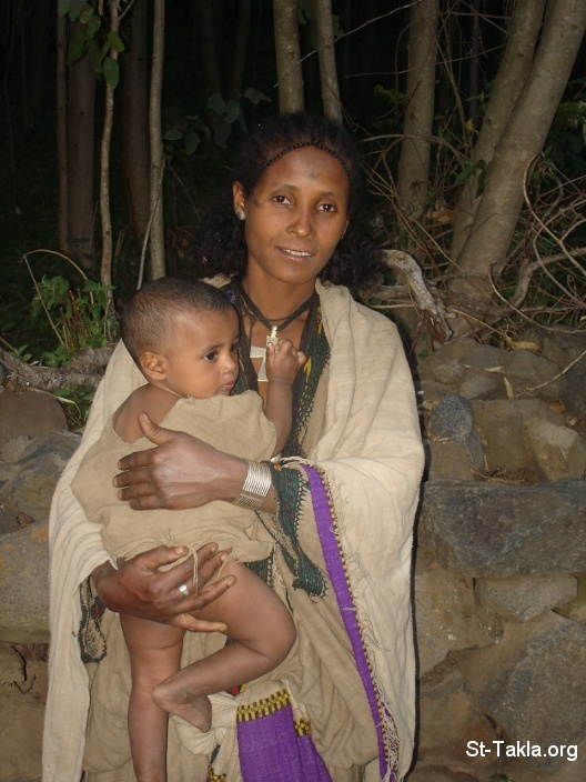 St-Takla.org Image: A mother and her child, from St-Takla.org's 2008 Ethiopia journey photos صورة في موقع الأنبا تكلا: أم و طفلها، من صورة رحلة موقع الأنبا تكلا إلى إثيوبيا 2008