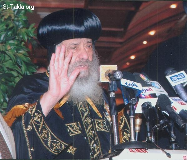 St-Takla.org Image: His Holiness Pope Shenouda III in a conference صورة في موقع الأنبا تكلا: قداسة البابا شنوده في مؤتمر