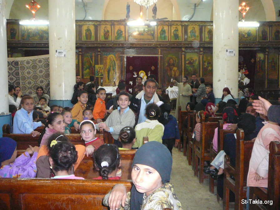St-Takla.org Image: Sunday School at one of Coptic Orthodox Churches in Maghagha village, Egypt - Photograph by Jayson Casper ���� �� ���� ������ ����: ���� ����� ����� �� ����� �� ��� ����� �� ����ɡ ��ѡ ����� ����� �����
