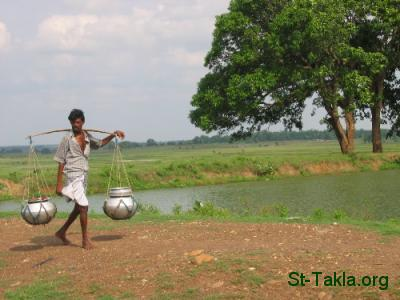 St-Takla.org Image: An Indian man holding water ���� �� ���� ������ ����: ��� ��� ���� ���� �����