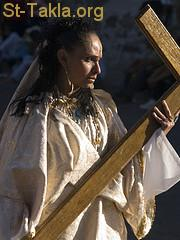 St-Takla.org Image: A woman carrying a cross ���� �� ���� ������ ����: ����� ���� ������