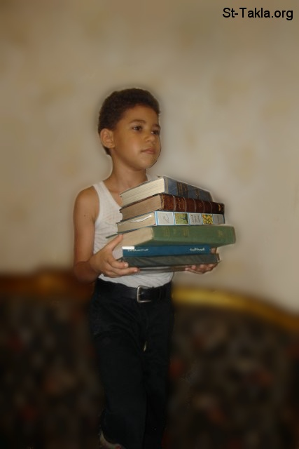 St-Takla.org Image: A boy holding books ���� �� ���� ������ ����: ��� ���� ���
