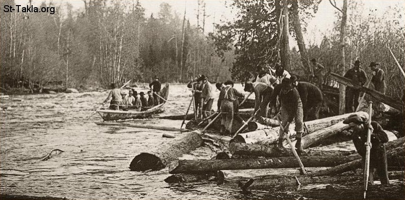 St-Takla.org Image: Men moving logs of wood through a river ���� �� ���� ������ ����: ���� ������ ����� ����� ������ �� ���� ���